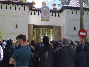 «На войне как на войне»: отец Сергий, отстраненный за проклятия, захватил женский монастырь