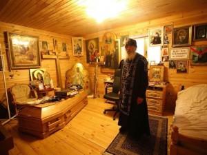 А в келье у него гроб. Опальный отец Сергий рассказал журналистам свою версию захвата женского монастыря
