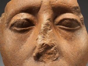 Зачем у египетских статуй отбивали носы?