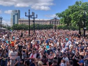 «Свободу Фургалу!», «Москва, уходи!» и «Путина в отставку» - скандируют тысячи протестующих в Хабаровске