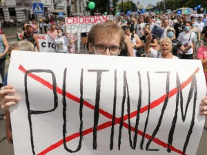 Хабаровчане поняли, что корень проблемы - Путин, считает известный политолог