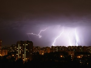 Ливни, грозы, град предсказывает МЧС в ближайший час в Челябинской области