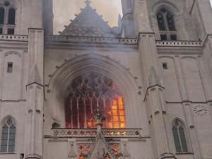 Загорелся кафедральный собор Святых Петра и Павла в Нанте