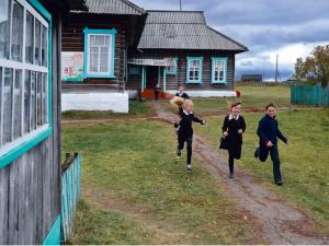 В одном из поселков Челябинской области власти решили закрыть школу. Родители школьников против