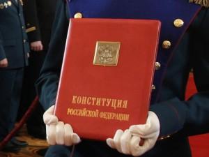 Новая Конституция заставит граждан кланяться власти, считает соавтор Конституции 1993 года
