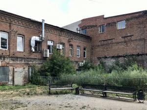 Превратить заброшенный двор в уютное пространство предложил челябинский урбанист