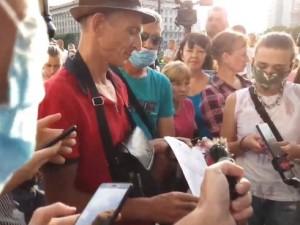 «Валентин в шляпе» и другие. В Хабаровске полиция начала составлять протоколы в отношении протестующих