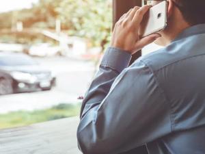 Раскрыл тайну переписки и рассказал о телефонных переговорах сотрудник оператора сотовой связи