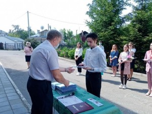 400 баллов на ЕГЭ набрал школьник из Костромы. Уедет ли он из России?