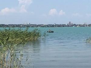 Озеро Смолино в Челябинске стало бирюзовым. Разбираемся, чем это грозит отдыхающим