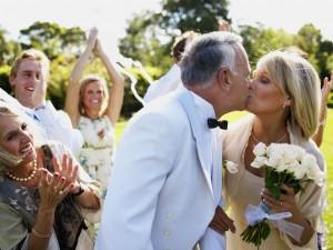 Выплаты за продолжительный брак ввели в России