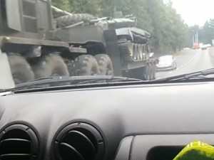 Танк и автозаки привезли в центр Минска