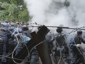 Новые столкновения возникли на шихане Куштау: росгвардейцы разгоняют протестующих
