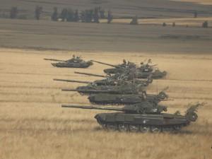 Крупнейшие танковые учения начались в один день с учениями десанта
