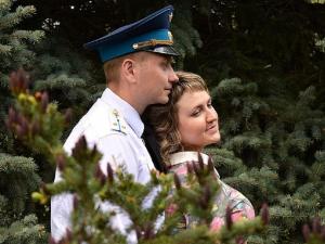 Обокрали умирающего офицера и скрылись: безнравственное преступление попало на камеру видеонаблюдения в Омске