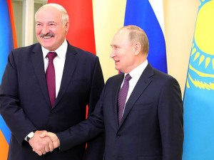 У Лукашенко заканчиваются деньги. Путин помогает, чем может