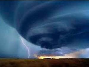 Прогнозы на сезон ураганов стали еще хуже