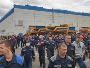 Сотрудники БелАЗа вышли на забастовку