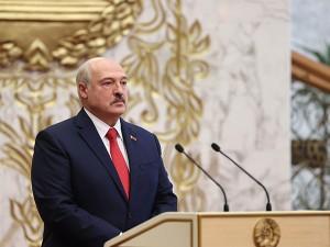 В баню Лукашенко возили молодых женщин, рассказал модельер