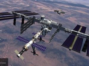 МКС не станет уклоняться от американского военного спутника