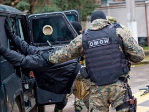 Как в Беларуси? СОБР и ОМОН без объяснения избили посетителей кафе и гостиницы в Свердловской области