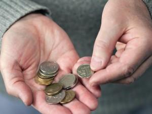 Выплаты на детей с семи до 16 лет решат проблему бедности, заявили в ВШЭ