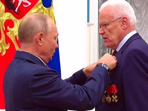 Владимир Путин присвоил звание Героя Труда атомщику Георгию Рыкованову