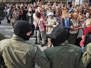 Задержания начались на женском марше в Минске