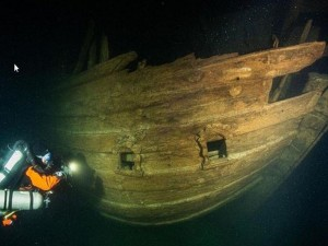 400 лет на дне моря не навредили кораблю и содержимому его трюмов (видео)