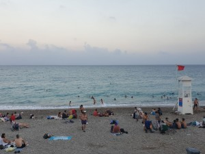 Туристам в Турции не дадут слушать музыку после полуночи и обязали носить маски на пляже
