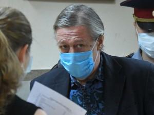 В колонии Ефремов поправит здоровье, считает известный актер