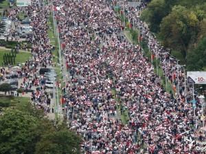 Забор с посланиями оставили после себя протестующие в Беларуси