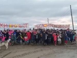 Школьники протестуют против строительства порта на Чукотке
