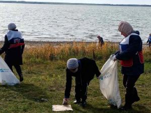 От мусора чистят берега озер и рек Южного Урала