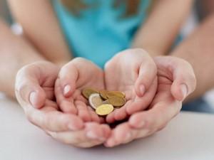 Выплаты семьям в 30 тысяч рублей помогут выйти из кризиса, уверен экономист