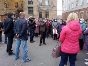 На стихийные митинги выходят жители Златоуста из-за перепрофилировки единственного роддома