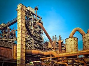 На Урале рабочих просят массово уволиться с закрывающегося завода