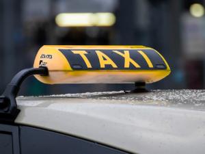 Как проводят санитарную обработку транспорта, проверят в таксопарках Екатеринбурга