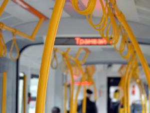 Кондуктор заставила пассажира троллейбуса купить у нее маску в Екатеринбурге
