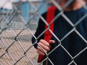 В Екатеринбурге будут судить школьника, напавшего с молотком на учителя