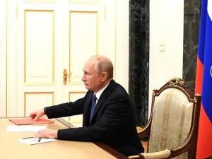 Отставки Путина не будет, он здоров: пресс-секретарь президента