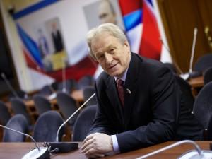 Он голосовал за повышение пенсионного возраста. Депутат Юрий Смирнов