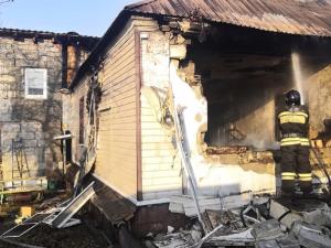 На пожаре в Челябинске скончались женщина и двое детей