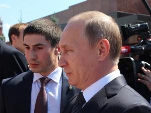Путин уйдет в отставку до 2024 года. Но он сам выберет момент, считает политолог