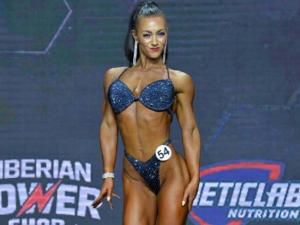 Мама из Челябинска стала двукратной чемпионкой мира по бодибилдингу