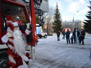 Спасенного в Магнитогорске Ваню Фокина поздравили сотрудники МЧС