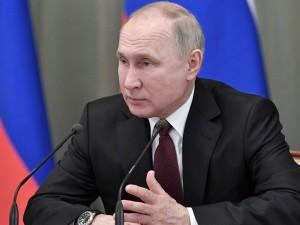 Путин запретил снижать размер МРОТ, увеличив его почти до 12,8 тысяч рублей