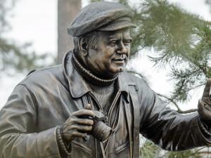 Автор легендарного «Окна в природу» Василий Песков увековечен в бронзе