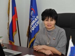 Она голосовала за повышение пенсионного возраста. Депутат Светлана Солнцева