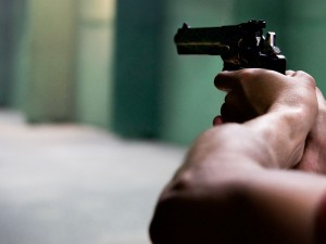 Полицейский на московской улице стрелял в 13-летнюю девочку